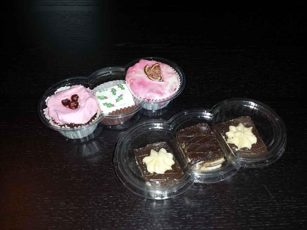 Caserola din plastic compartimentata pentru prajituri (2)