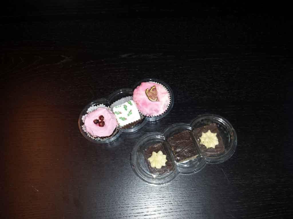Caserola din plastic compartimentata pentru prajituri (6)