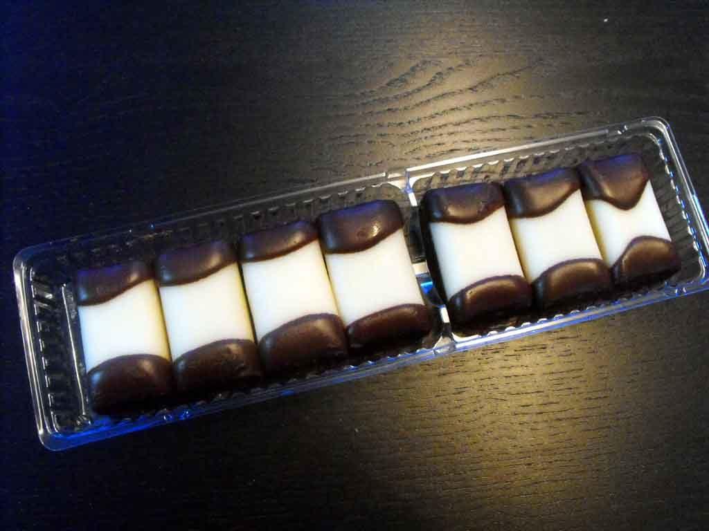 Caserola din plastic cu 2 compartimente pentru biscuiti (2)