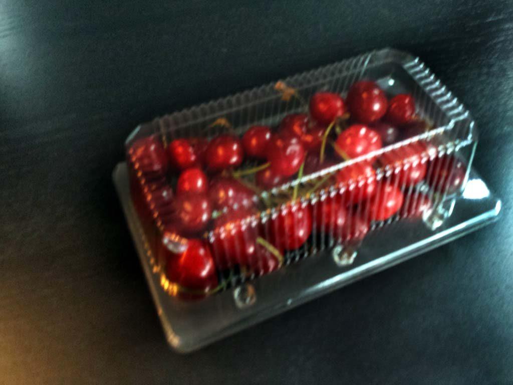 Caserola din plastic cu 2 compartimente pentru fructe (1)
