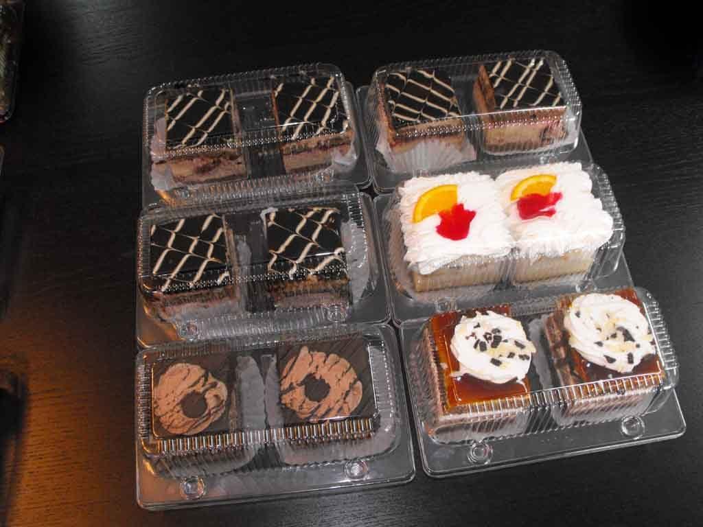 Caserola din plastic cu 2 compartimente pentru prajituri (3)