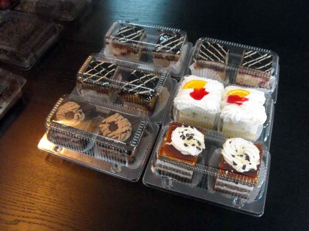 Caserola din plastic cu 2 compartimente pentru prajituri (4)