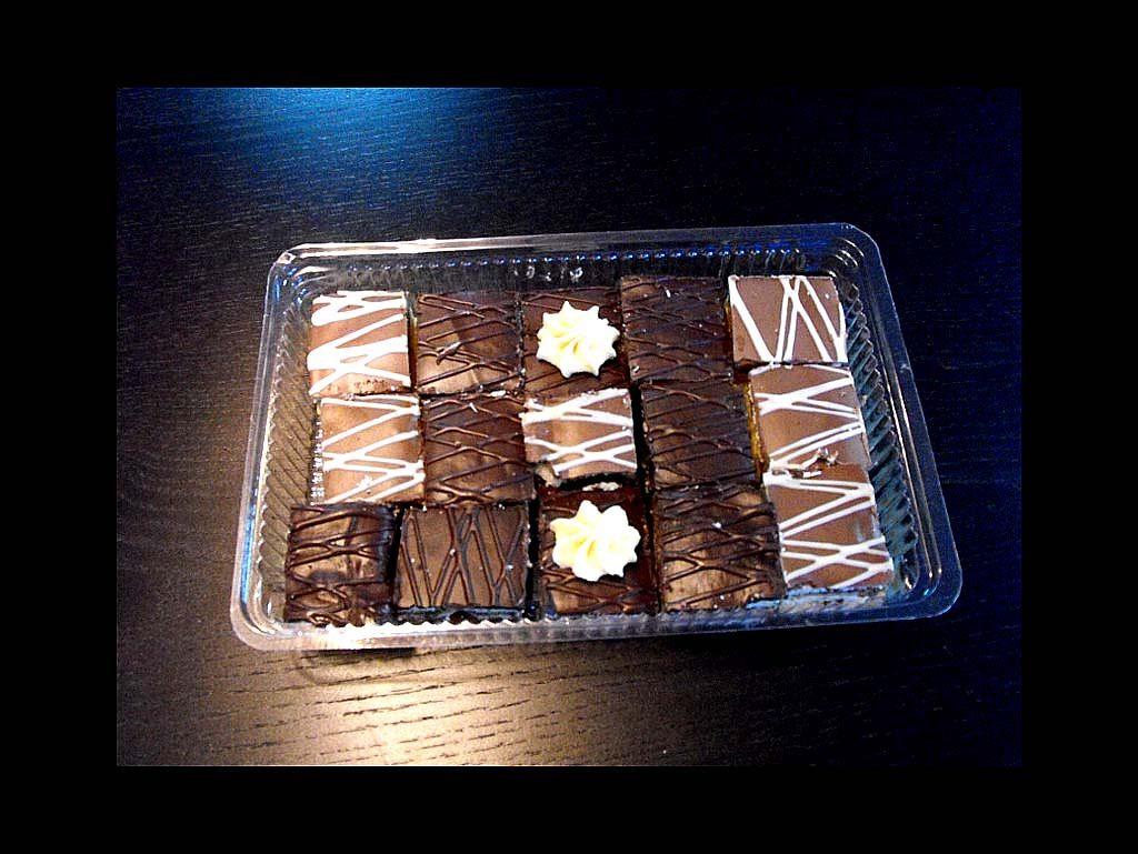 Caserola din plastic pentru prajiturele (2)