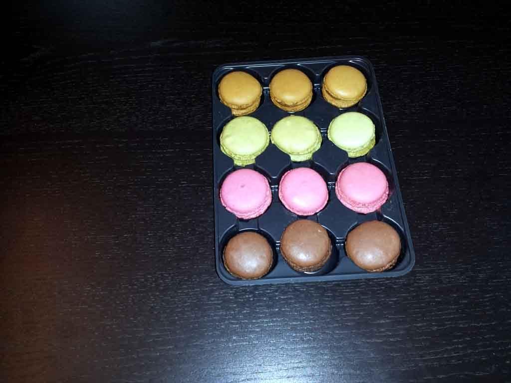 Chese plastic pentru 12 macarons (1)