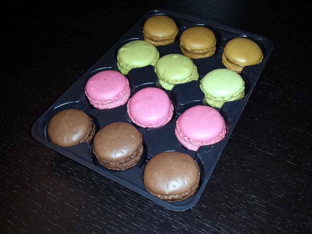 Chese plastic pentru 12 macarons (2)