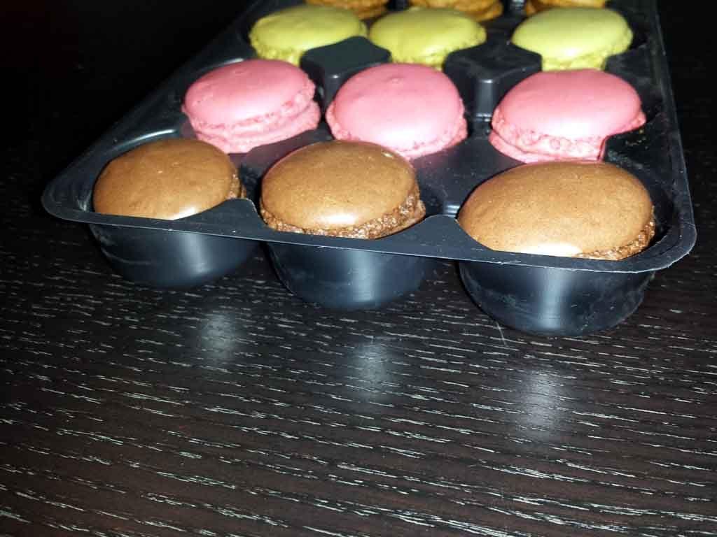 Chese plastic pentru 12 macarons (3)