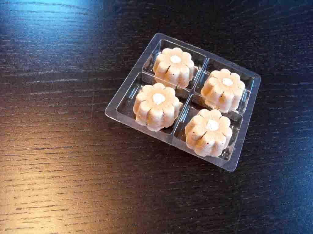 Chese plastic pentru 4 bomboane-floare (1)
