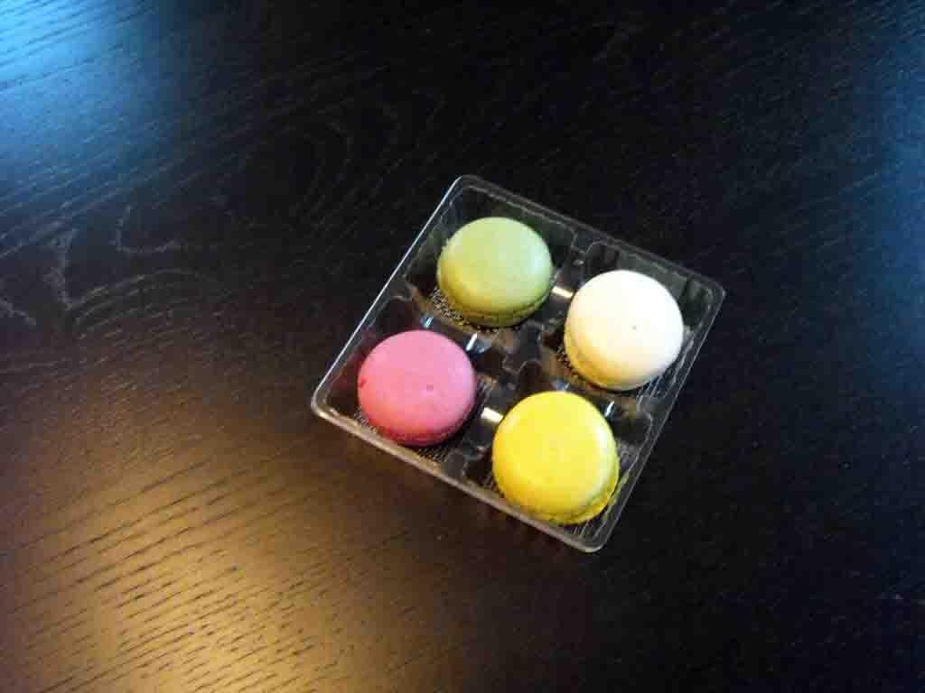 Chese plastic pentru 4 macarons (1)