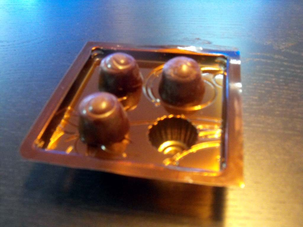 Chese Aurii Din Plastic Pentru 4 Praline-Aurie