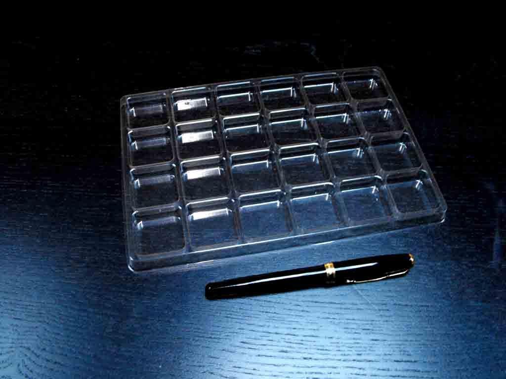 Chese plastic pentru 54 de bomboane (1)