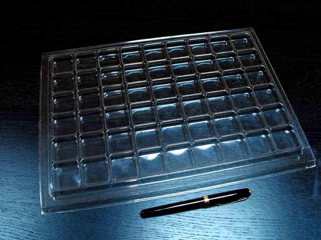 Chese Transparente Din Plastic Pentru 54 De Bomboane