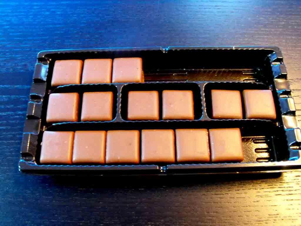 Chese plastic pentru bomboane, praline etc (3)