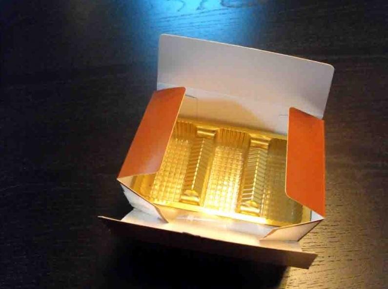 Chese plastic pentru dulciuri 3 compartimente-aurie (1)