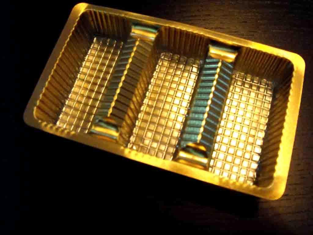Chese plastic pentru dulciuri 3 compartimente-aurie (2)