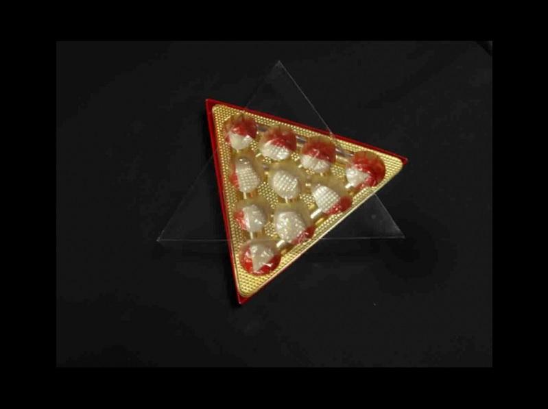Chese plastic pentru praline aurie triunghi