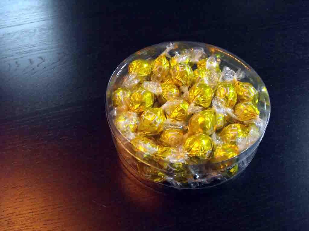 Cilindru din plastic pentru bomboane ciocolata (1)