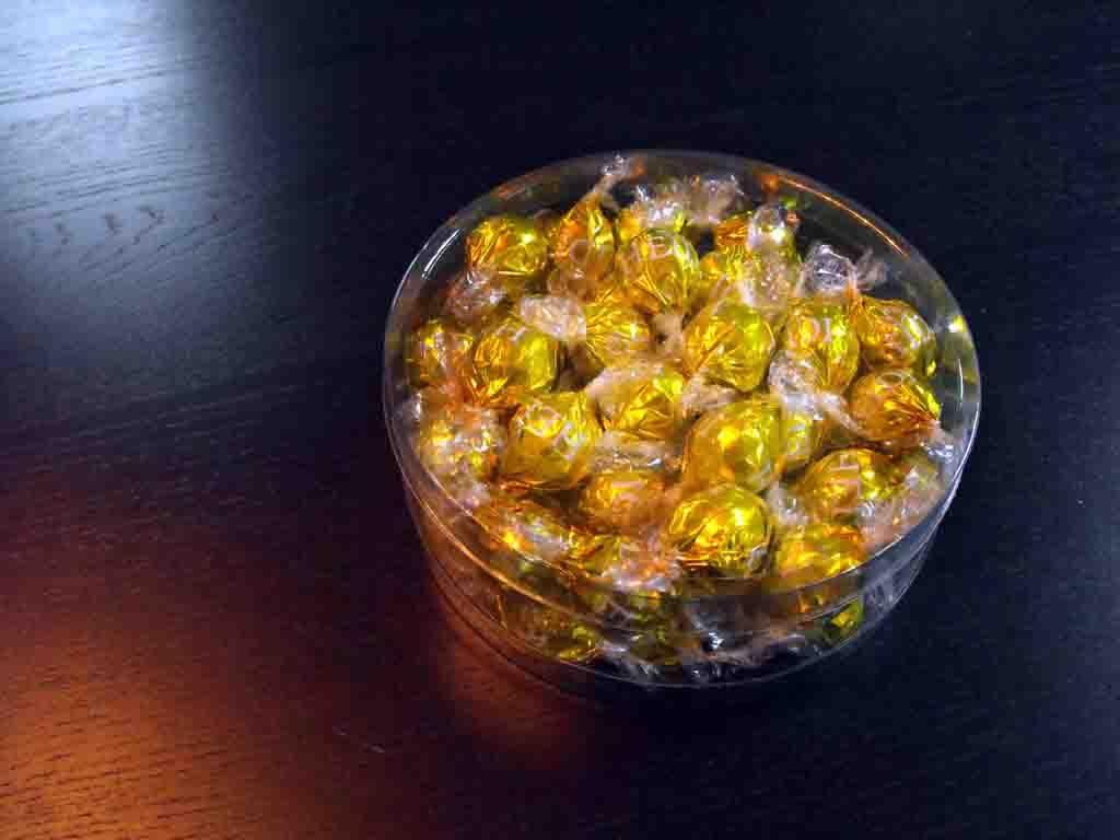 Cilindri Dure Din Plastic Pentru Bomboane Ciocolata