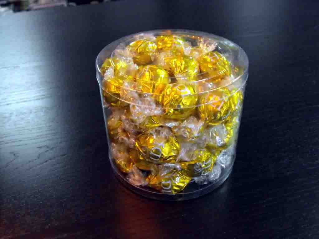 Cilindru din plastic pentru bomboane preambalate (1)