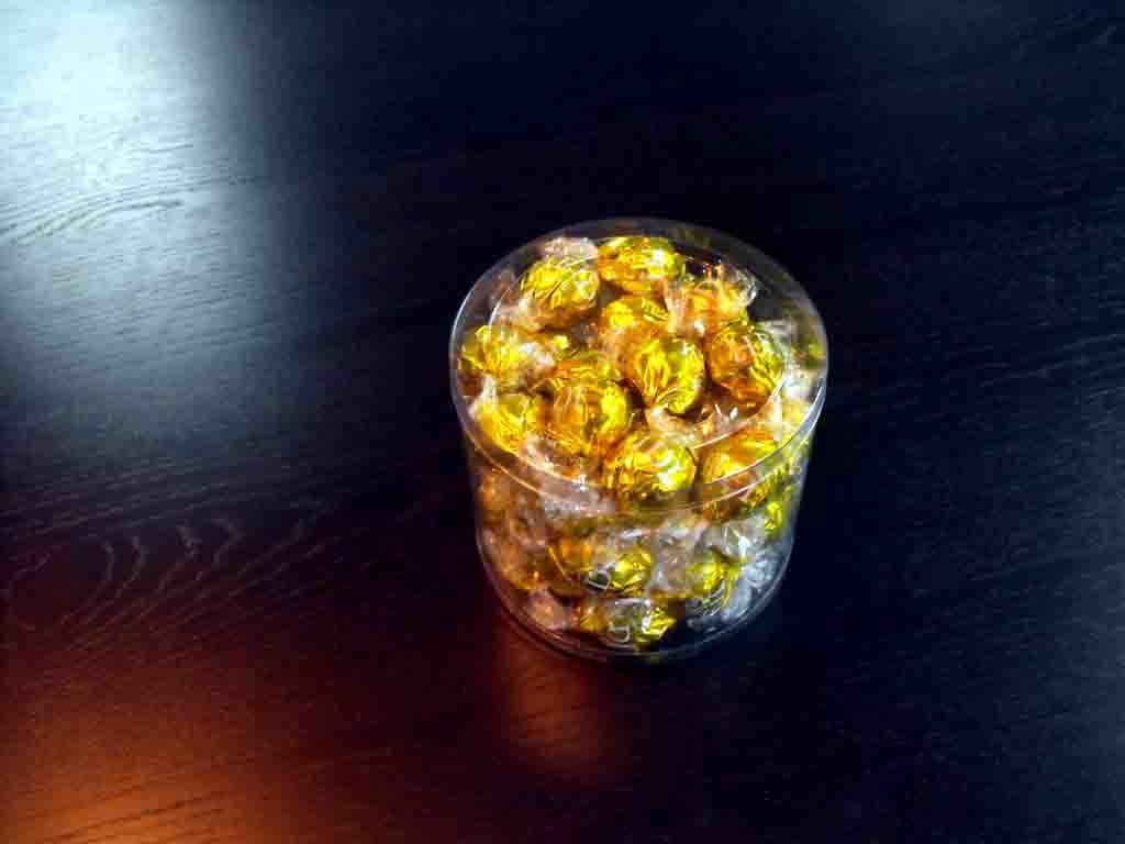 Cilindru din plastic pentru bomboane preambalate (2)