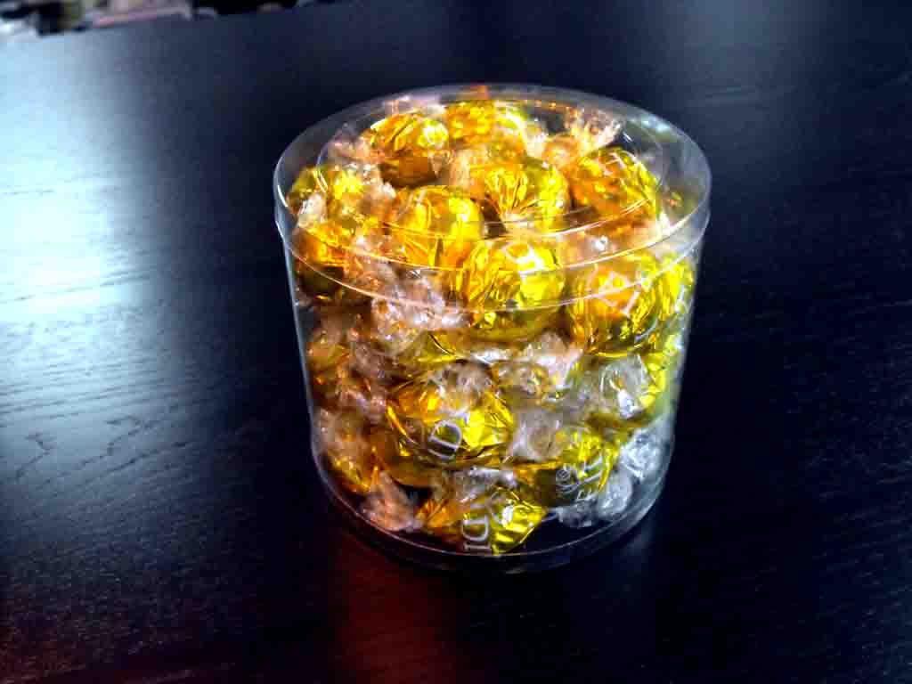 Cilindru din plastic pentru bomboane preambalate (4)