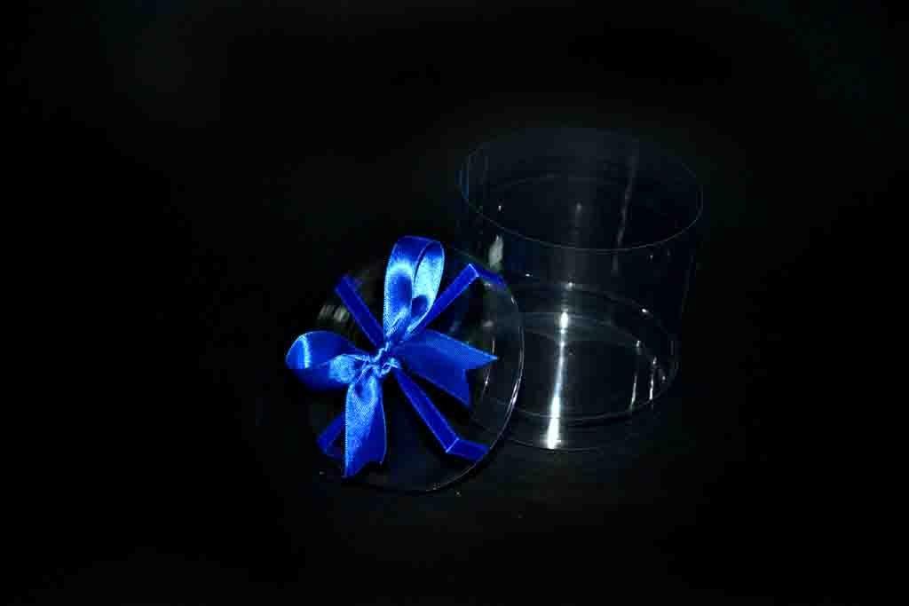 Cilindru plastic pentru cadouri cu funda (1)