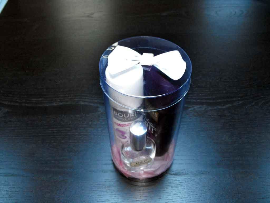 Cilindru plastic pentru produse cosmetice (1)