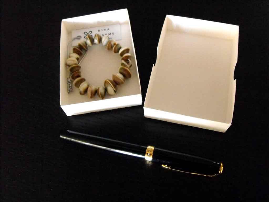 Cutie de carton pentru bijuterii