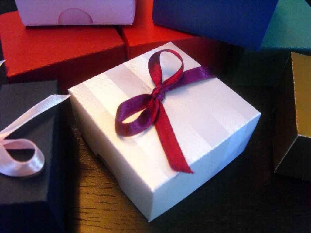 Cutie de carton pentru bijuterii, coliere etc (2)