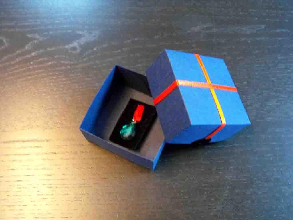 Cutie de carton pentru pandantive (4)