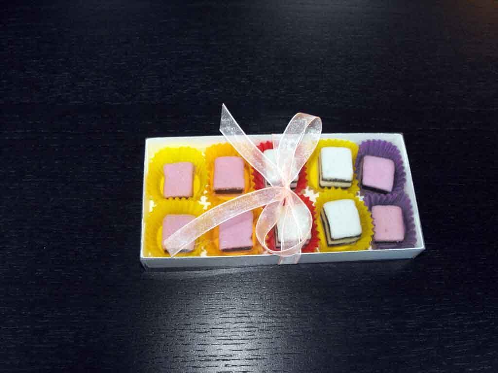 Cutie din carton pentru 10 bomboane (1)
