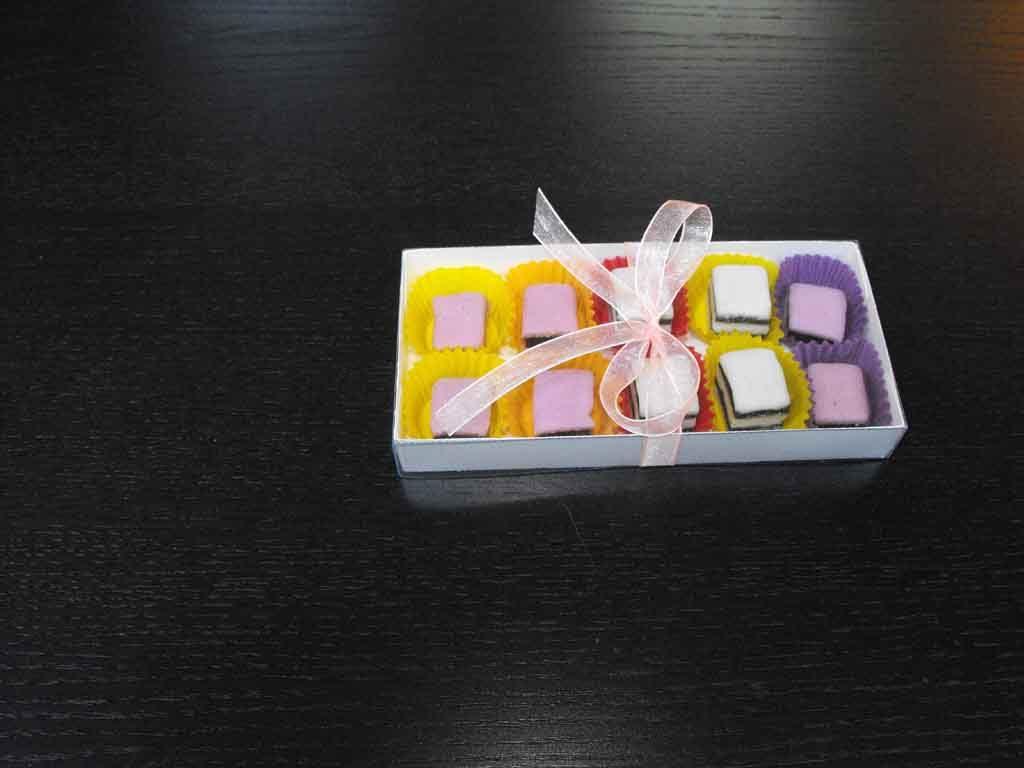 Cutie din carton pentru 10 bomboane (2)