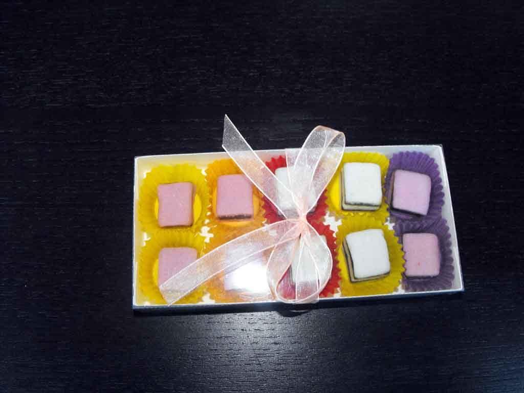 Cutie din carton pentru 10 bomboane (3)