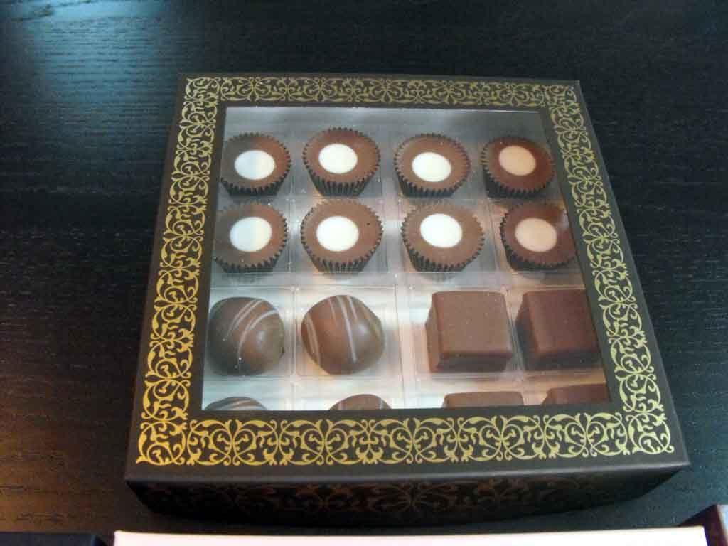 Cutie din carton pentru 16 praline (2)