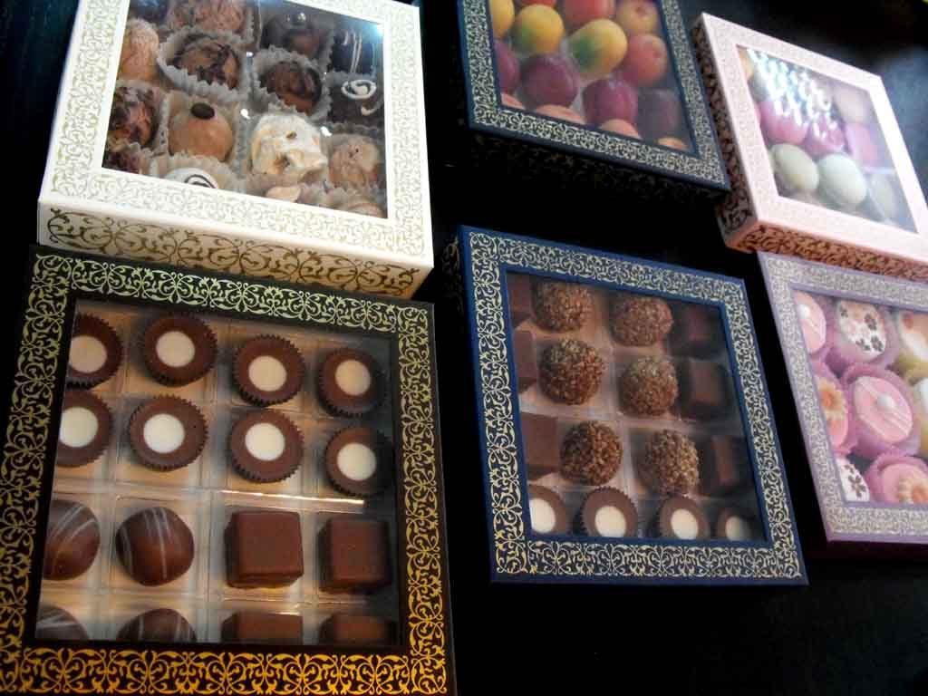 Cutie din carton pentru 16 praline (4)