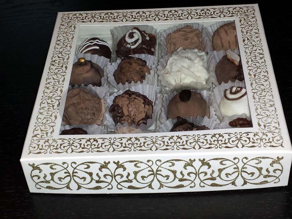 Cutie din carton pentru 16 trufe (1)