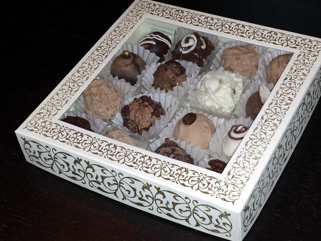 Cutie din carton pentru 16 trufe (3)