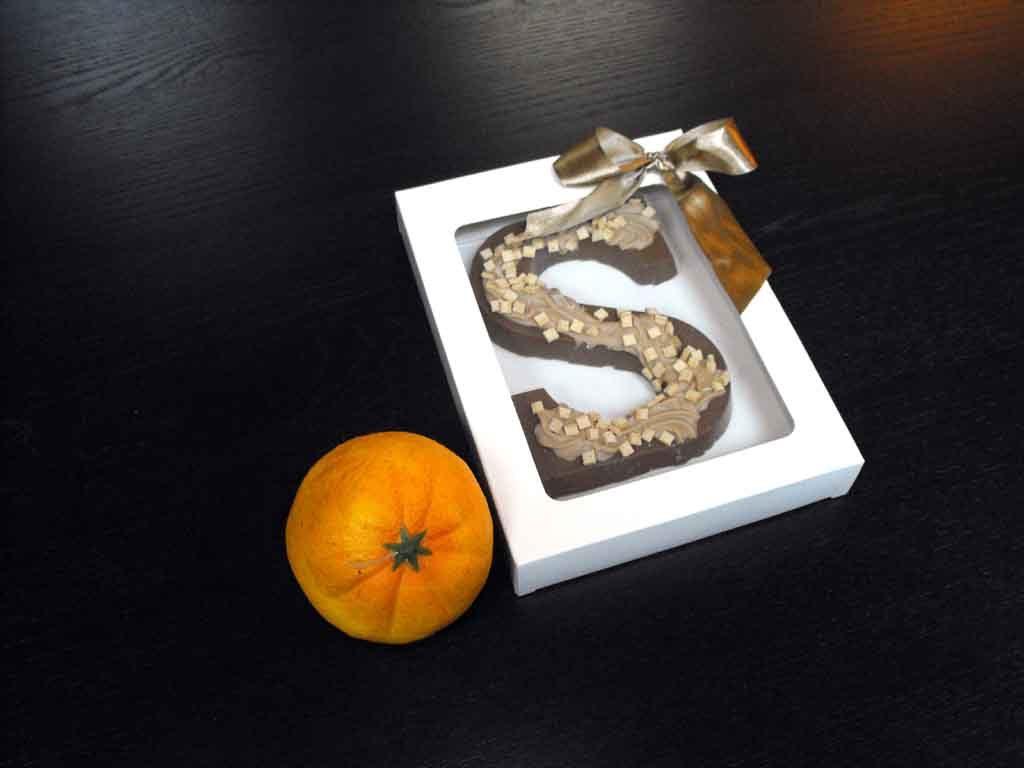 Cutie din carton pentru litera ciocolata (1)