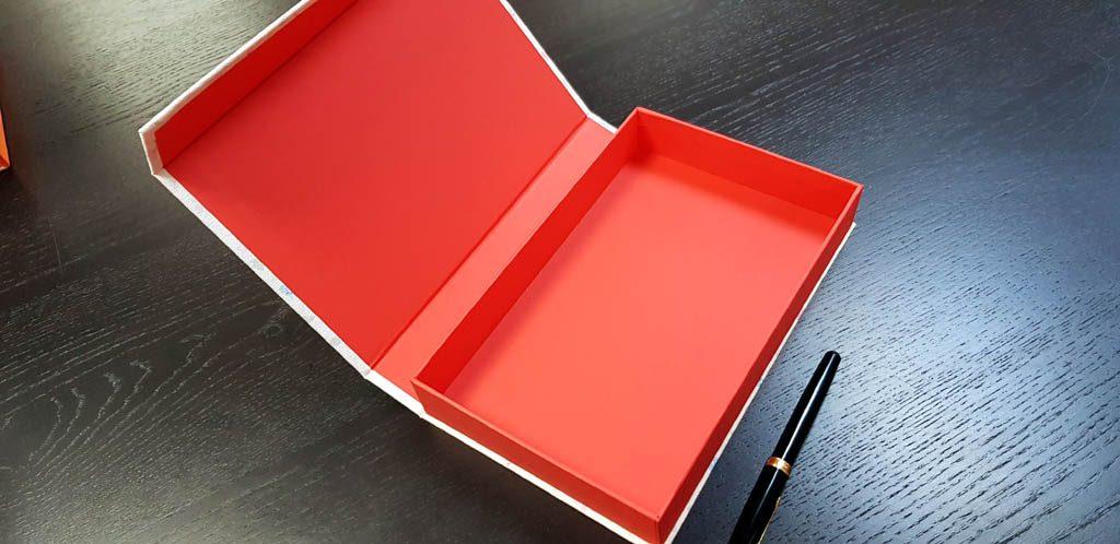 Cutie rigida cu magnet pentru accesorii (14)