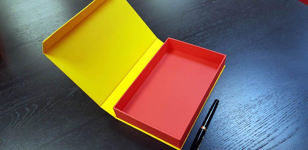 Cutie rigida cu magnet pentru accesorii (16)