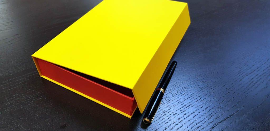 Cutie rigida cu magnet pentru accesorii (18)