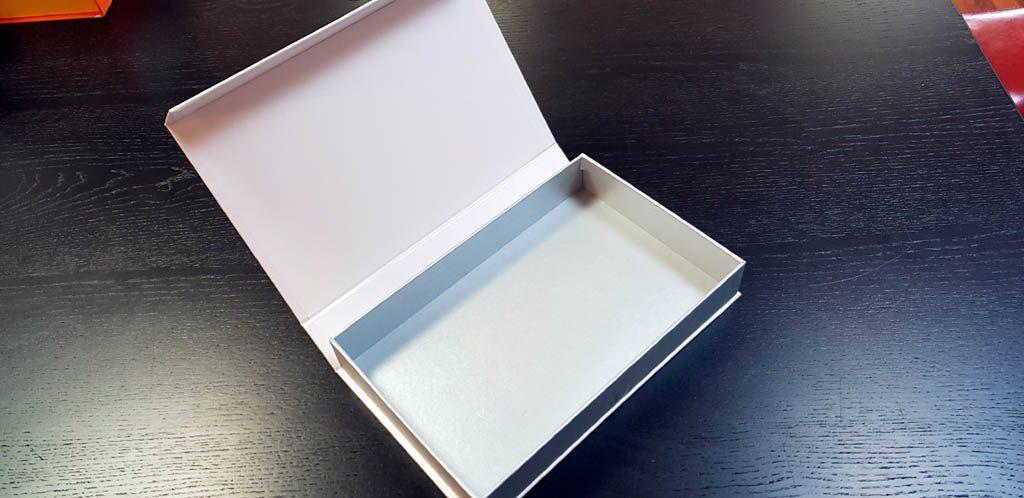 Cutie rigida cu magnet pentru accesorii (21)