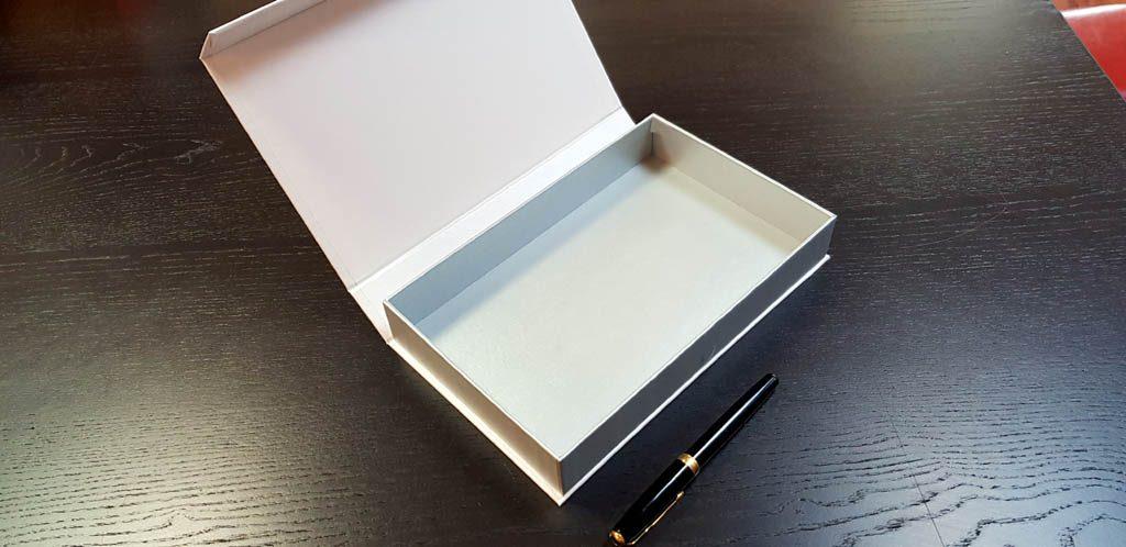 Cutie rigida cu magnet pentru accesorii (22)