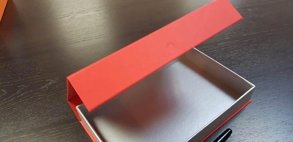 Cutie rigida cu magnet pentru accesorii (8)