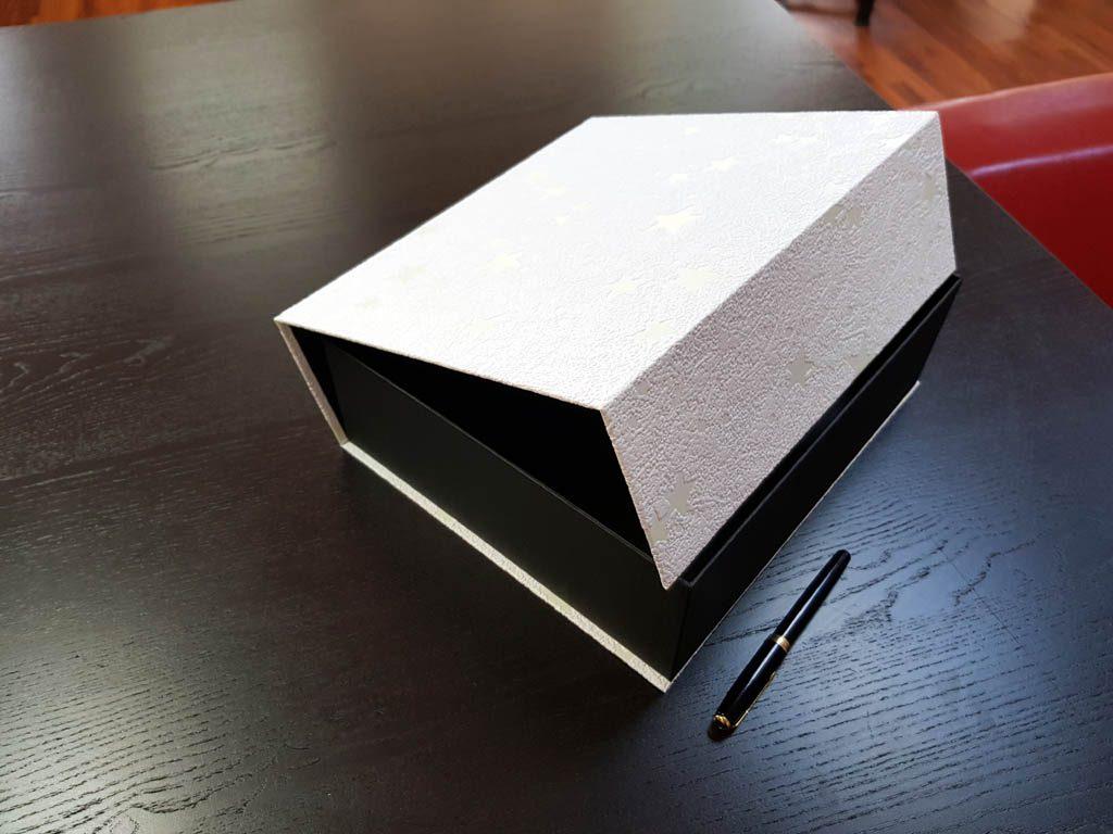 Cutie rigida cu magnet pentru costume de baie (6)