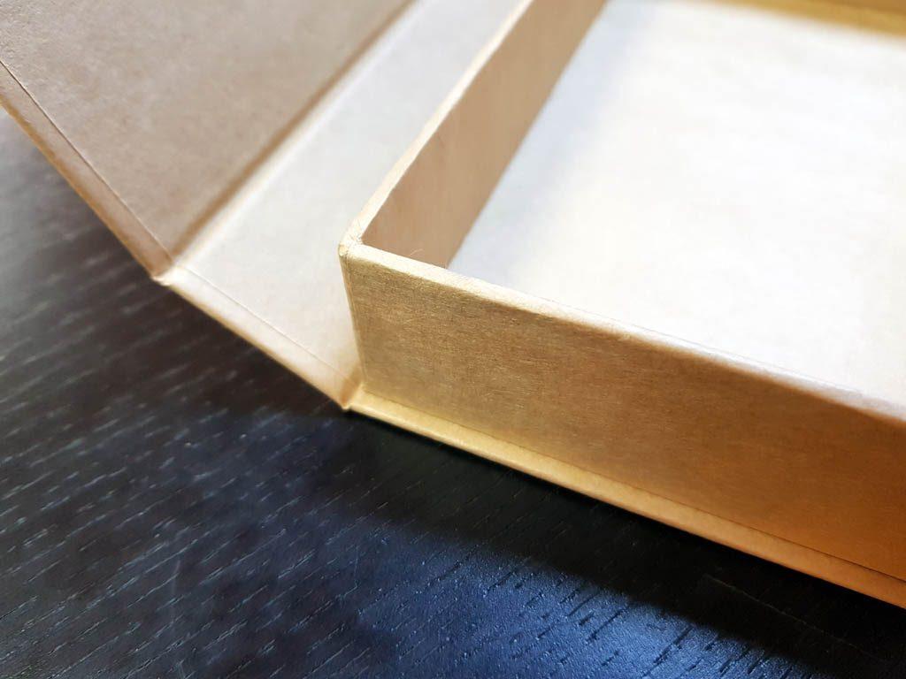 Cutie rigida cu magnet pentru papioane (4)