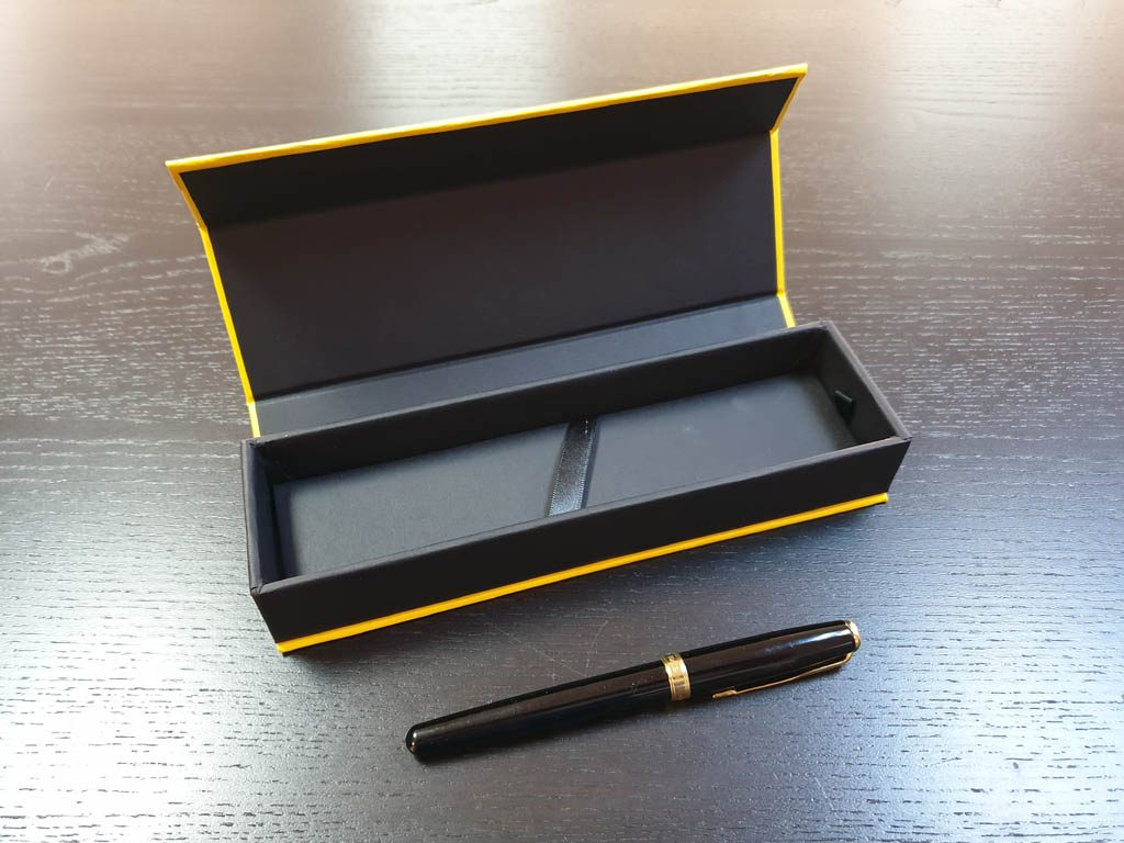 Cutie rigida cu magnet pentru pixuri (14)