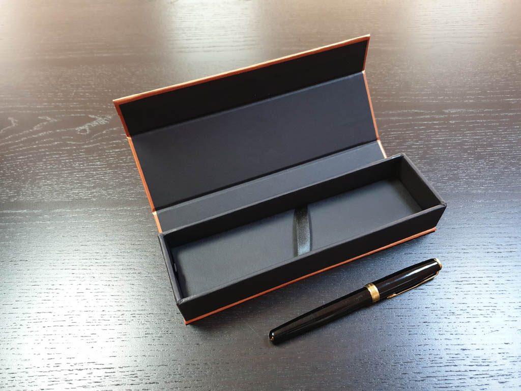 Cutie rigida cu magnet pentru pixuri (22)