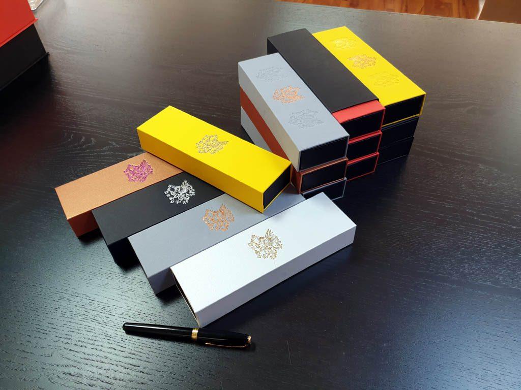 Cutie rigida cu magnet pentru pixuri (33)