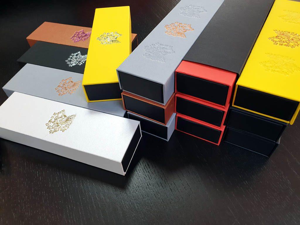 Cutie rigida cu magnet pentru pixuri (35)