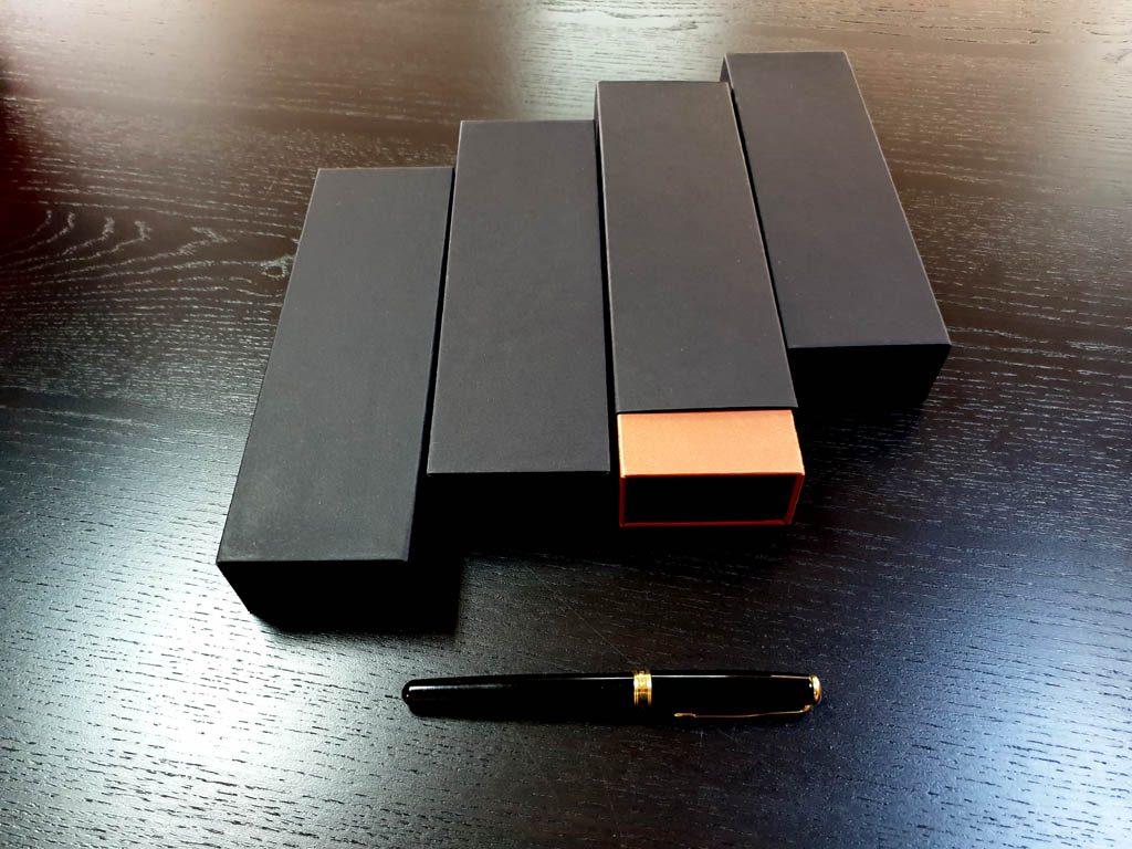 Cutie rigida cu magnet pentru pixuri (37)